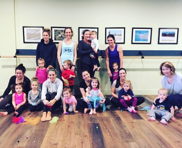 h2l studio class of toddlers for yoga